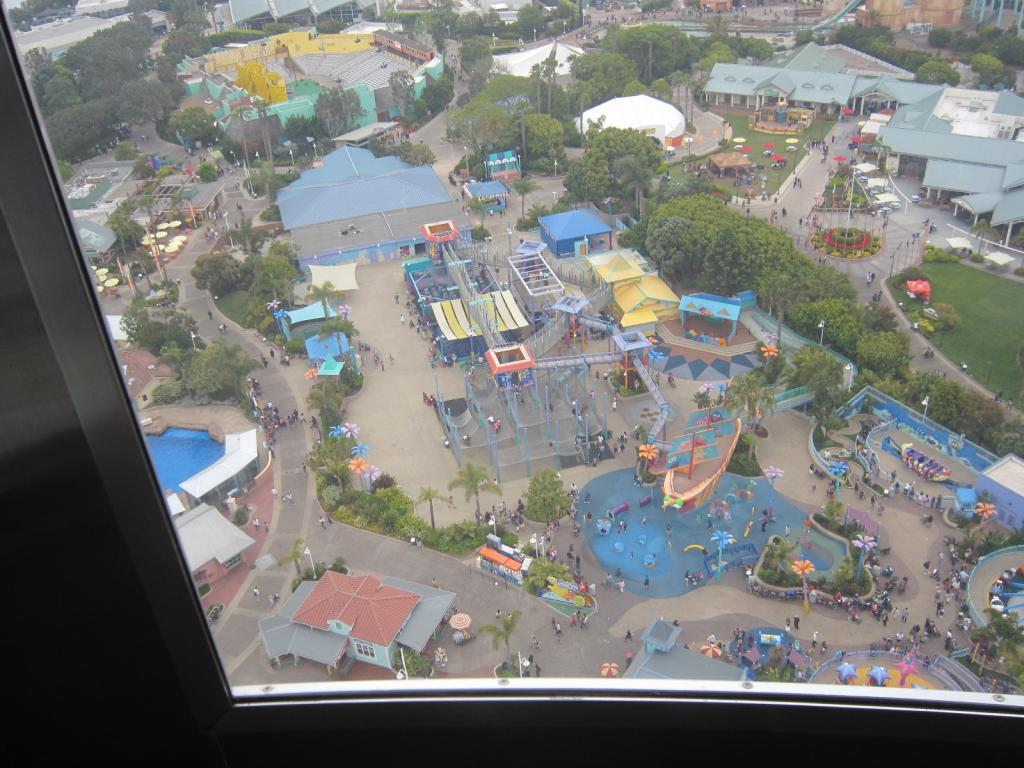Click image for larger version  Name:5. Sea World's Tower. looking at old captan kids, now seaseme street Play area.jpg Views:1 Size:123.4 KB ID:10674