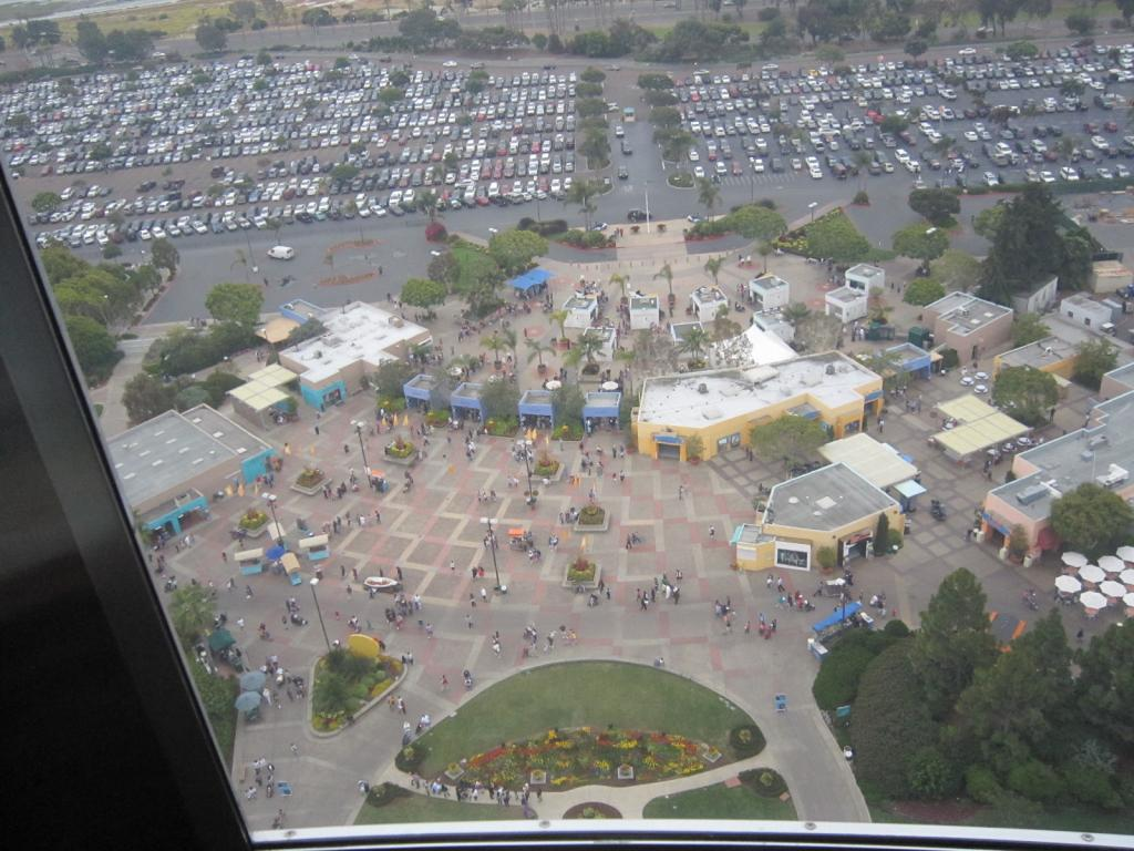 Click image for larger version  Name:7. Sea World's Tower. Looking at the Front enternce.jpg Views:1 Size:124.3 KB ID:10676