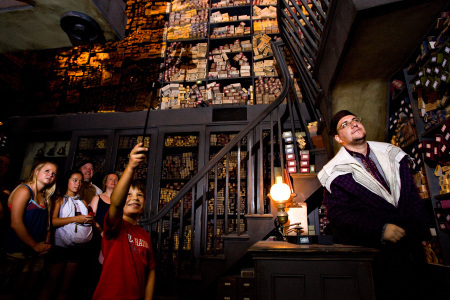 Click image for larger version  Name:ollivanders-hp-theme-park-orlando.jpg Views:1 Size:86.0 KB ID:28029
