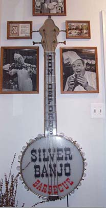 Click image for larger version  Name:Silver Banjo Top Sign.jpg Views:1 Size:33.7 KB ID:21173