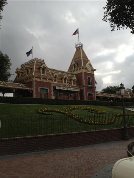 Click image for larger version  Name:Disneyland 002 (Medium).jpg Views:1 Size:41.4 KB ID:27840