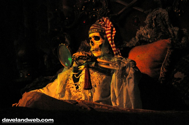 Click image for larger version  Name:halloweenpotc.jpg Views:1 Size:76.8 KB ID:30196