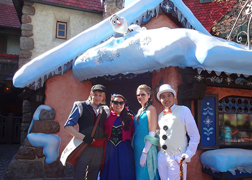 Click image for larger version  Name:frozen group with olaf.jpg Views:1 Size:83.8 KB ID:31608